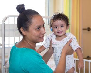 Herzkind mit Krankenschwester