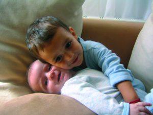 Herzkind Eldin mit seinem Bruder