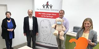 Spendenübergabe Dr. Hans Riegel Stiftung