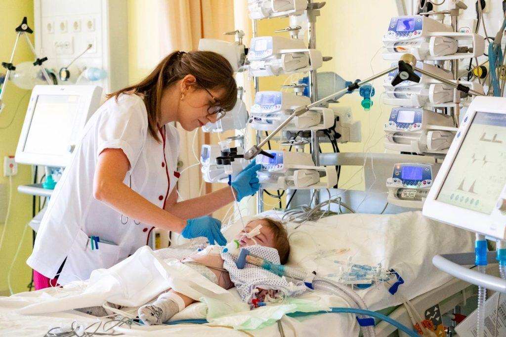 Pflegerin und Herzkind Rumänien
